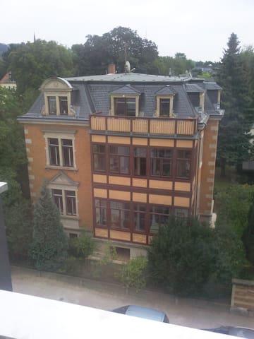 ruhiges 12 m² WG-Zimmer in Villa in Blasewitz