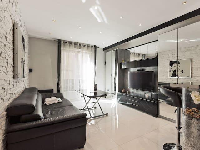 Cozy and lounge flat close to Champs-Elysées and Arc de Triomphe - Welkeys