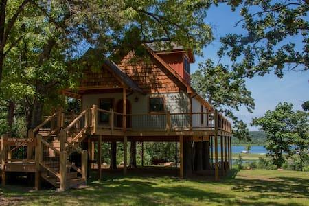 Lake Front Luxury Treehouse
