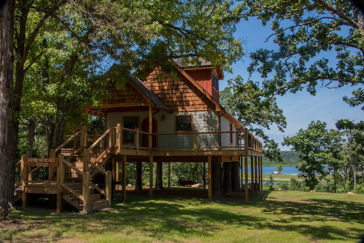 Lake Front Luxury Treehouse