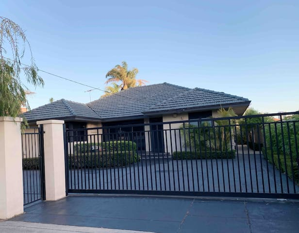 South Perth garden house room 1 for 2 guests