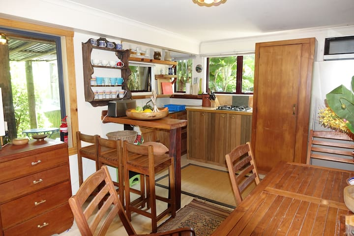 Quirky, tropical,  Whale Bay flat - Raglan - Apartament