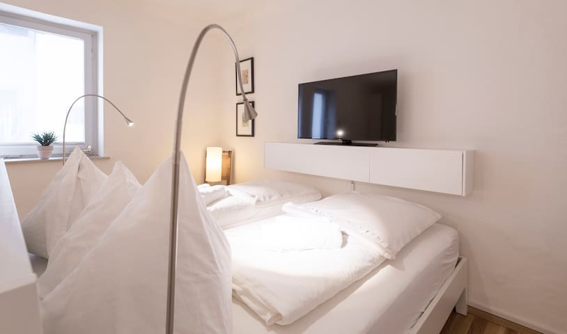 """Big double bed (200x180cm) and a 40"""" Cable-TV"""