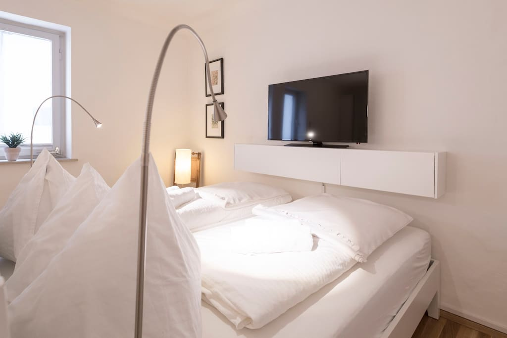 "Big double bed (200x180cm) and a 40"" Cable-TV"