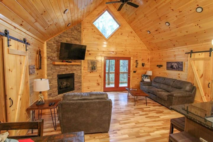 NEW LISTING! 210 Cubs in the Treetops - 2 Bedrooms, 2 Baths, Sleeps 6