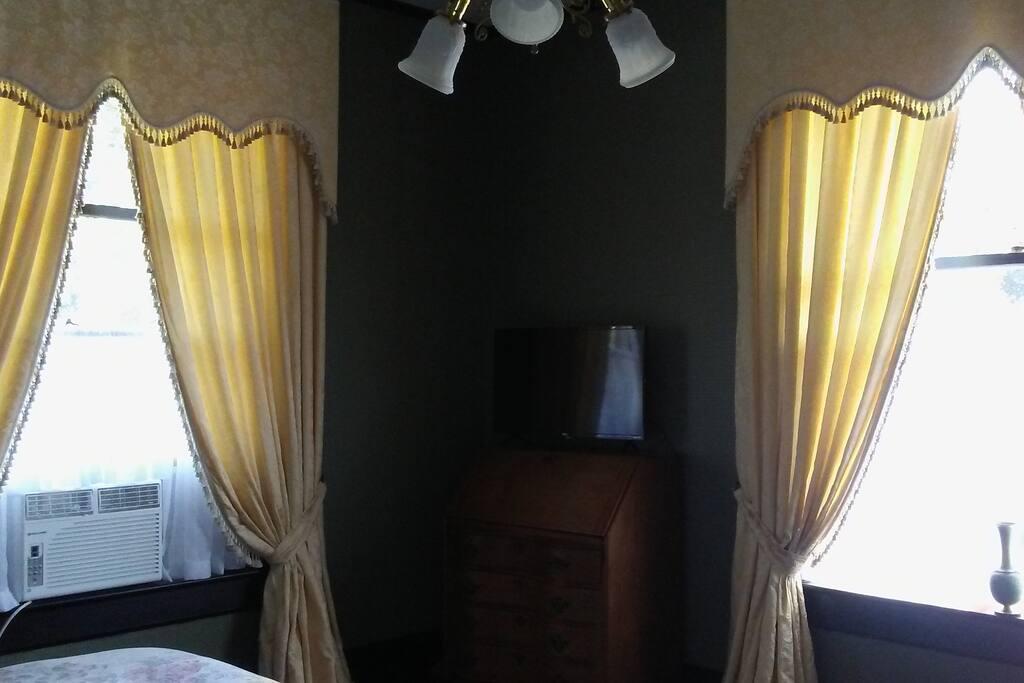 The Queen Room