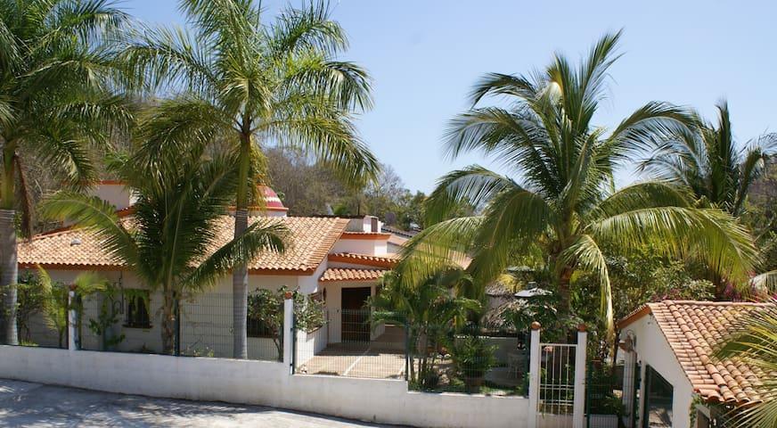 RENTA DE CASA AMUEBLADA EN HUATULCO - Crucecita - Huis