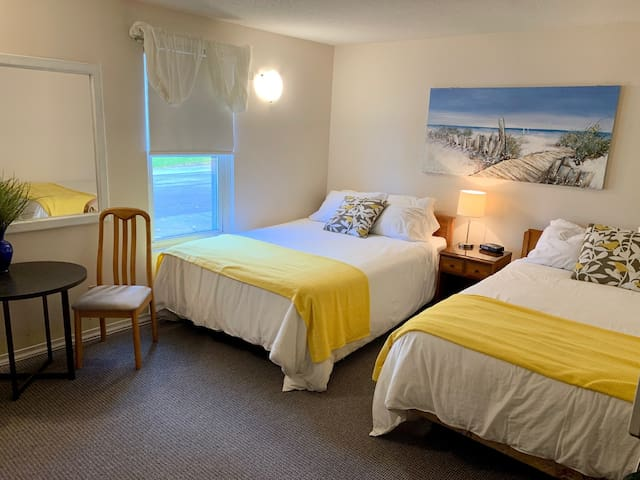 PARADISE INN  on Port Elgin Beach, 102 STANDARD Main Floor, 2 Queen Beds
