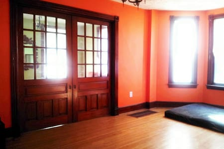 Close to outlets! Room Rental - Hagerstown - House
