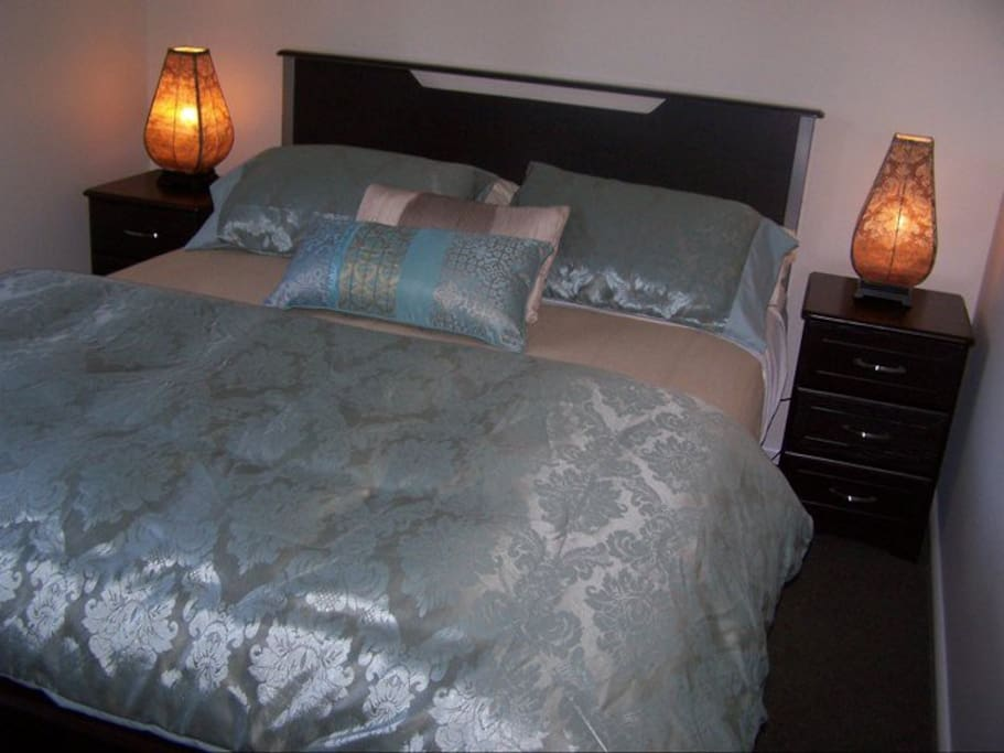 Queen size bed, bedside tables & lamps, built in robe.