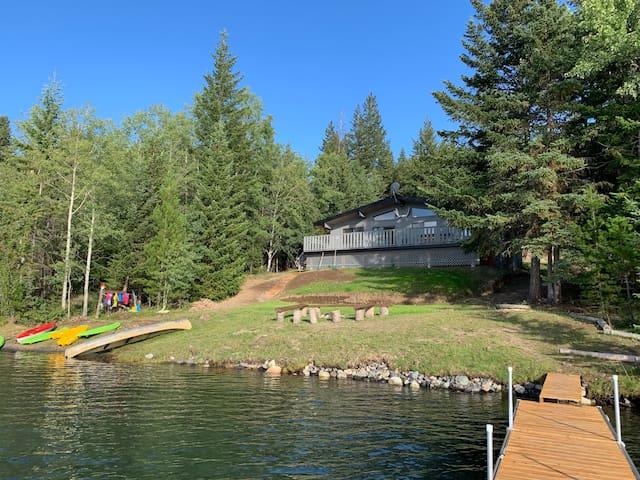 Beautiful Lakefront Cabin on Green Lake