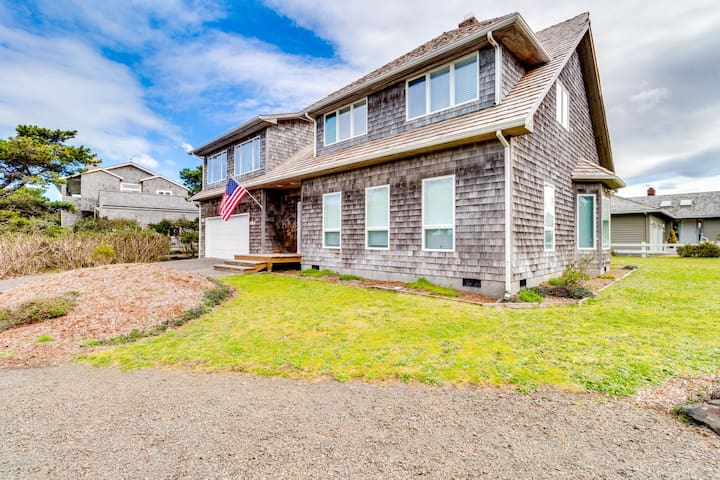 Dog-friendly house near the beach with private hot tub and ocean view!