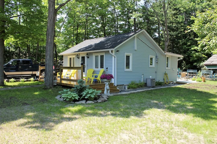 Balm Beach Cottage, large private lot, air cond.