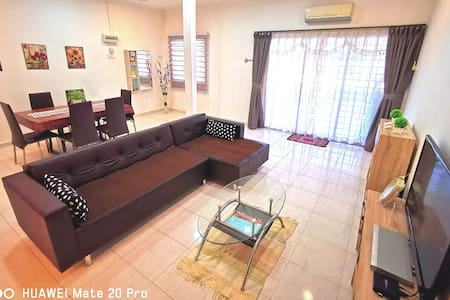 WHY PAY MORE@Downtown Double Storey Homestay ★★★★★
