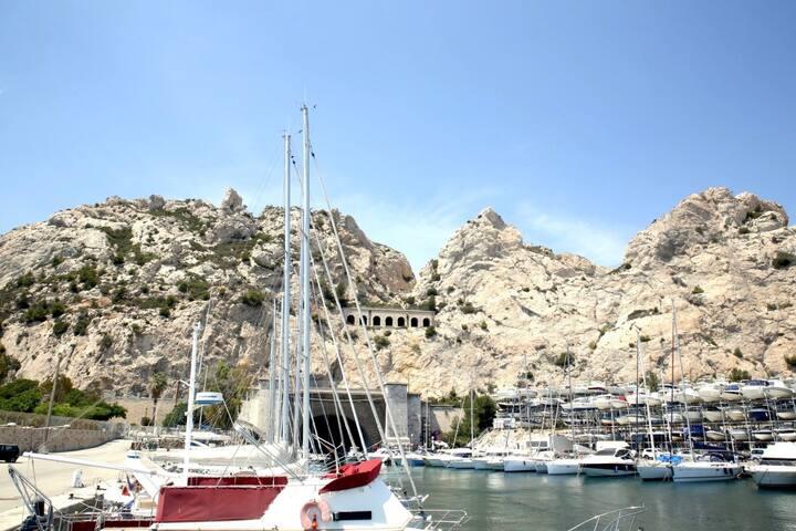 BEAUTIFUL BOAT NEAR BEACHES - L'ESTAQUE - Marseille - Boot