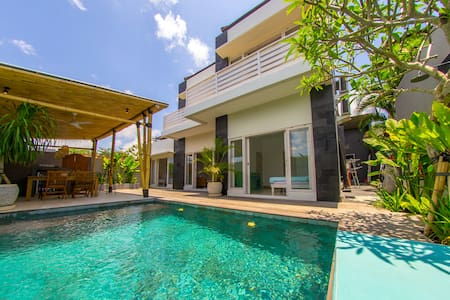 Villa with private pool, 3 min. walk to the beach - Kuta Selatan - Villa