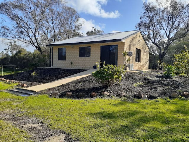 Self contained granny flat on 5 acres