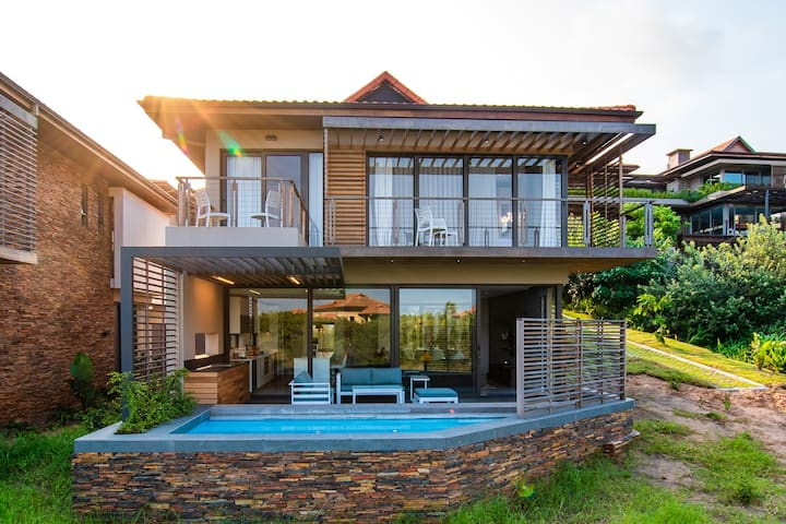 Modern 4 Bedroom Villa with Private Pool - OCE405