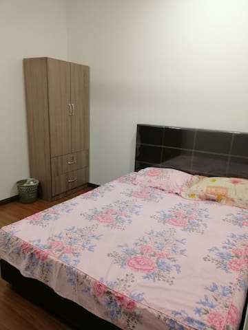 Single room for rent with air-con.
