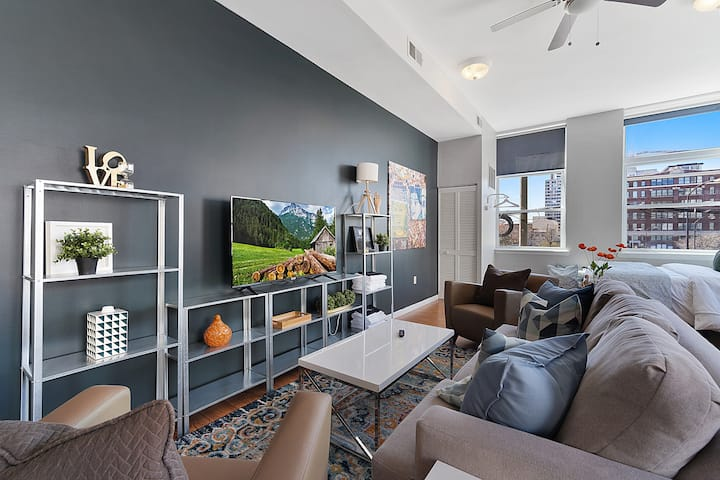 City Center GEM - Well Appointed Studio in downtown