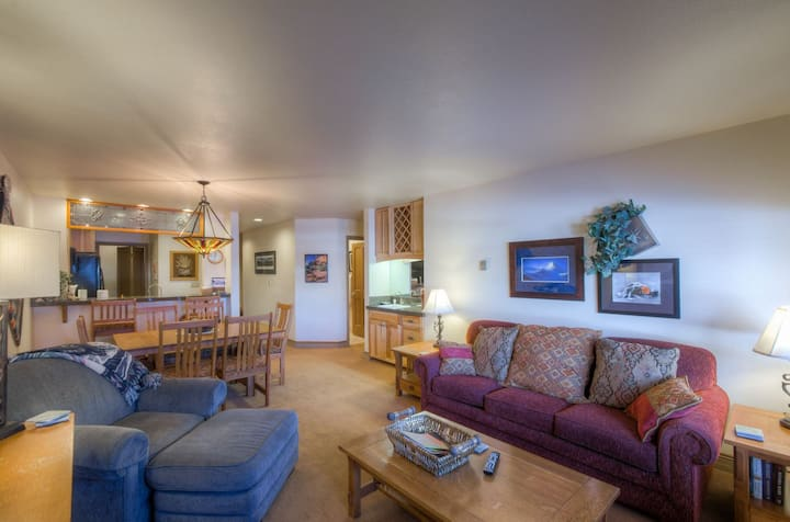 Renovated Ski In/Ski Out 2 bedroom on West End