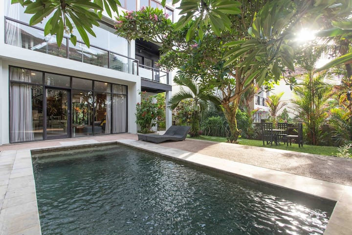 2BR DELUXE STUDIO+private pool in 75 from surfspot