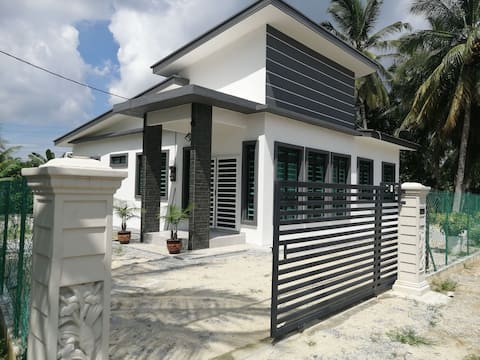 Perfect 4B/3R rest home in Merlimau area