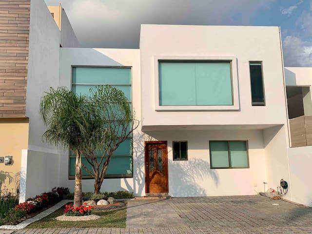 Casa en Privada Lomas de Angelopolis. C3