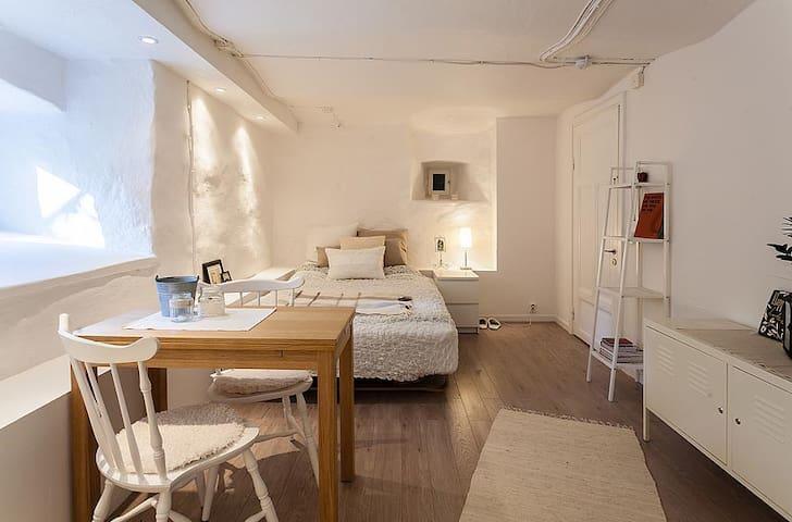 Cozy basement studio in a house with ocean view - Lidingö
