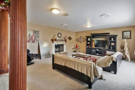 HUGE HOME! OREM 4BDRMS 3BATHRM! - House