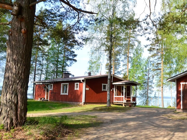 Joutsen, a cozy cottage on the lake