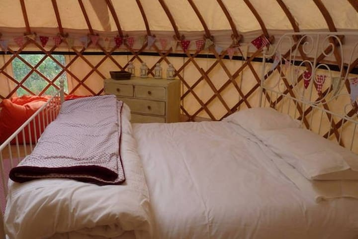 king size bed with all bedding included