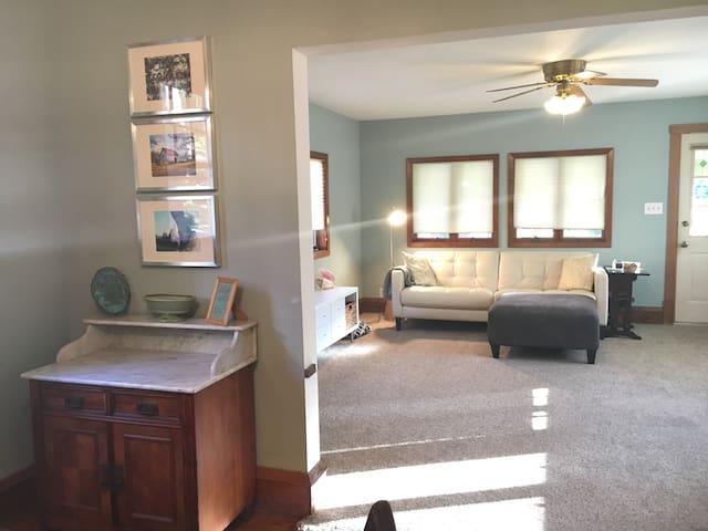 Business trip? Cozy Room in Great Neighborhood