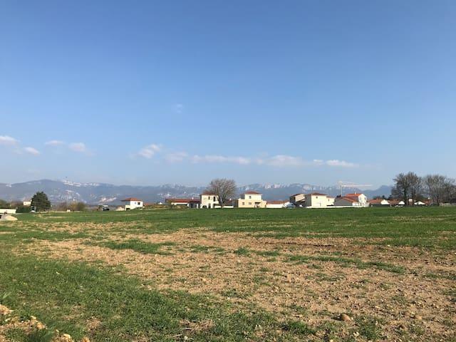 maison en bord de champs