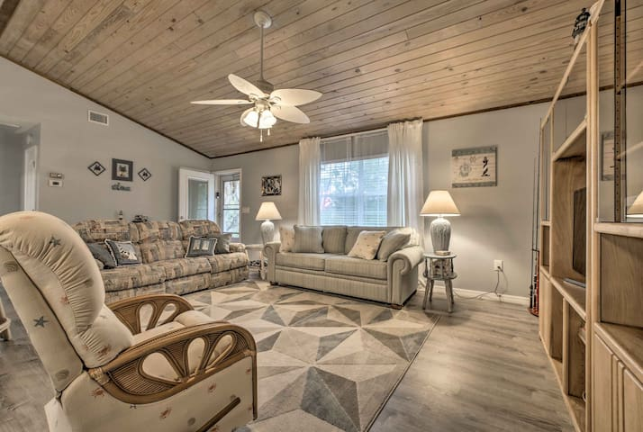 Crystal River Home w/Dock 1.2 Miles to Boat Launch