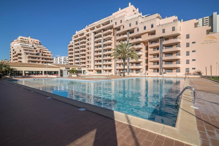 "Bright Apartment ""Viriatus Sol da Rocha 215"" with Sea View, Pools, Tennis Court, A/C & Balcony; Parking Available; Parking Available"