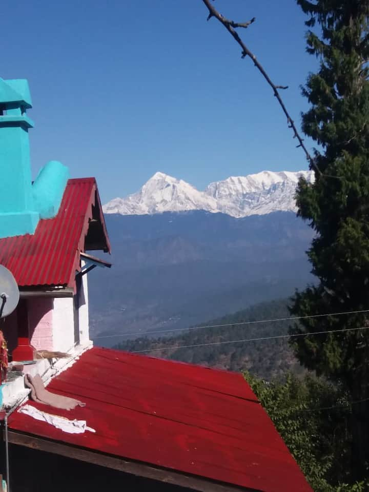 Himalayan Paradise-family room Kausani Uttarakhand