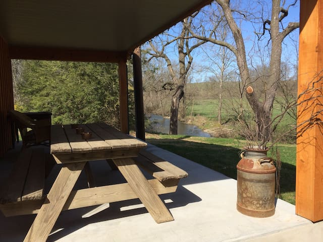 The Bungalow Camping Cabin on 100 acre beef farm - Kutztown - Bungalov