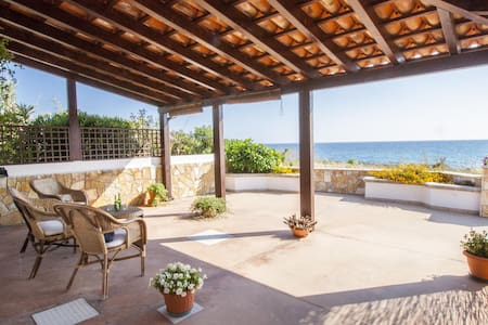Pleasant Beachfront Villa - Alliste - Casa