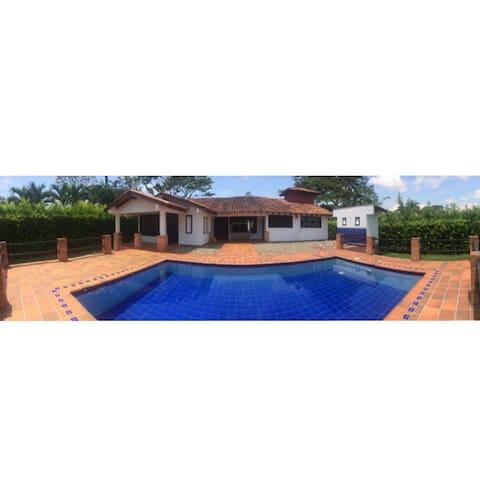 Casa Campestre Apiay - Villavicencio - Huis