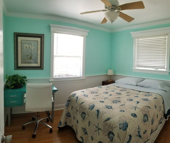 Cottage style room in Tavernier