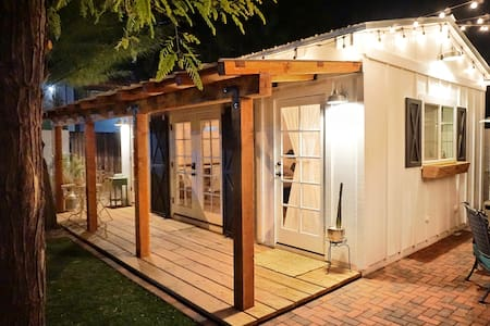 >The Boho Barn< Designer Cottage In Heart of Tempe
