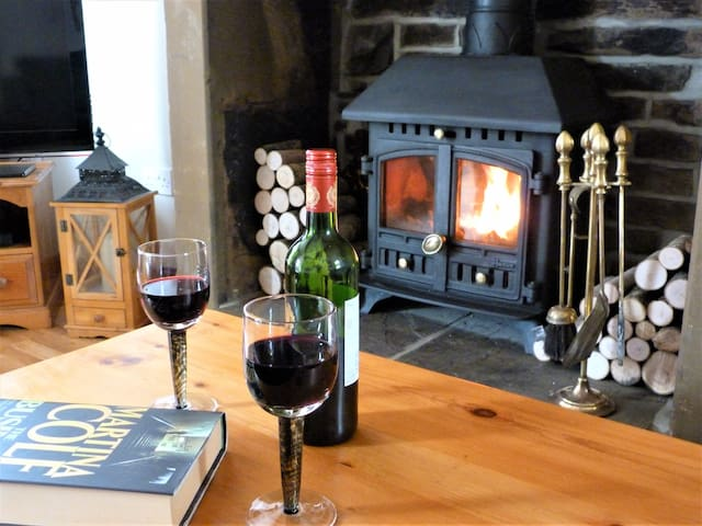 Cosy Cottage with Wood Burner in Historic Haworth
