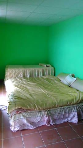 無敵海景6人房每晚4800元 - Manzhou Township