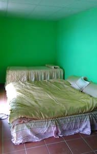 無敵海景6人房每晚8000元 - Manzhou Township