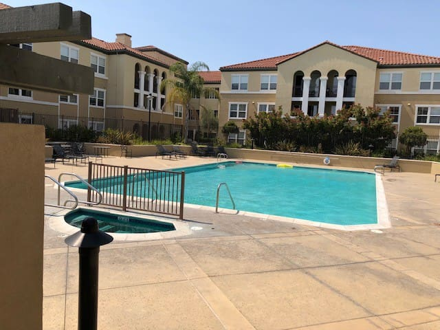 Condo in Santa Clara with a gym, pool and hot tub!