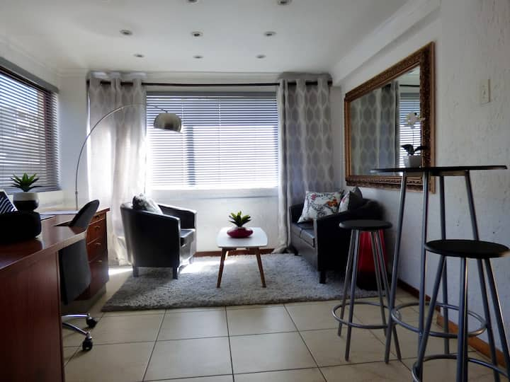 Great location on Rivonia, 1 bedroom apartment