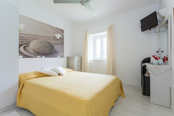 Pretty double room near the beach