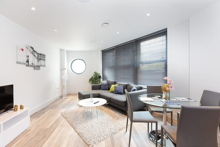 Luxury Two Bedroom Apartment In Fulham