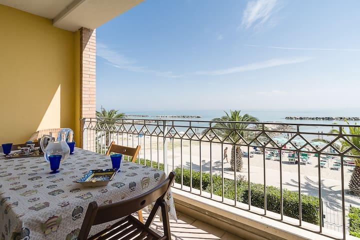 Appartamento frontemare, terrazzo, wifi, AC,garage - Cupra Marittima - Leilighet